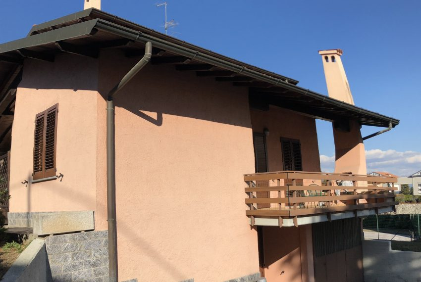 villa Lurago d'Erba corsello accesso box seminterrato