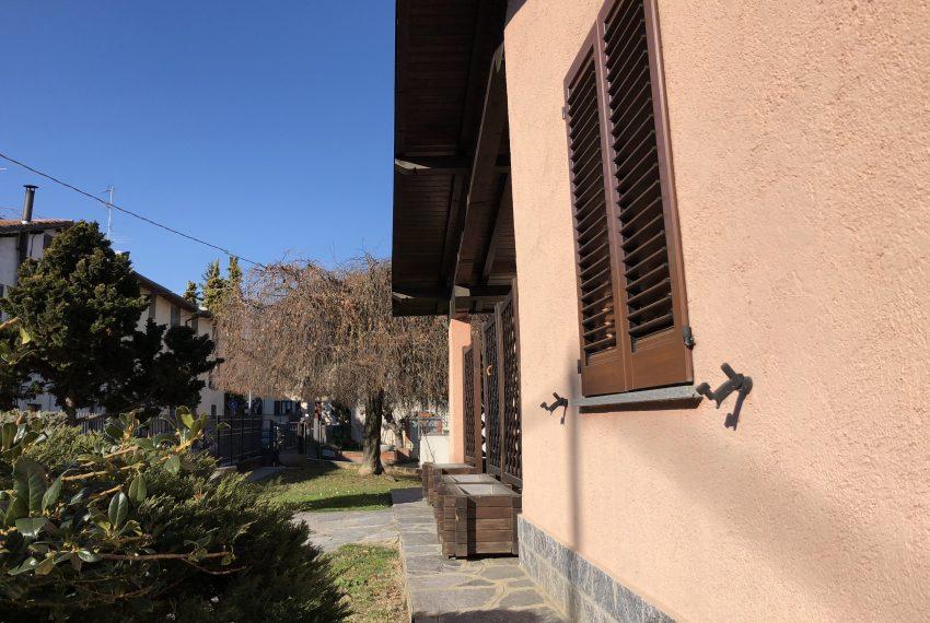 Villa singola Lurago d'Erba facciata d'ingresso