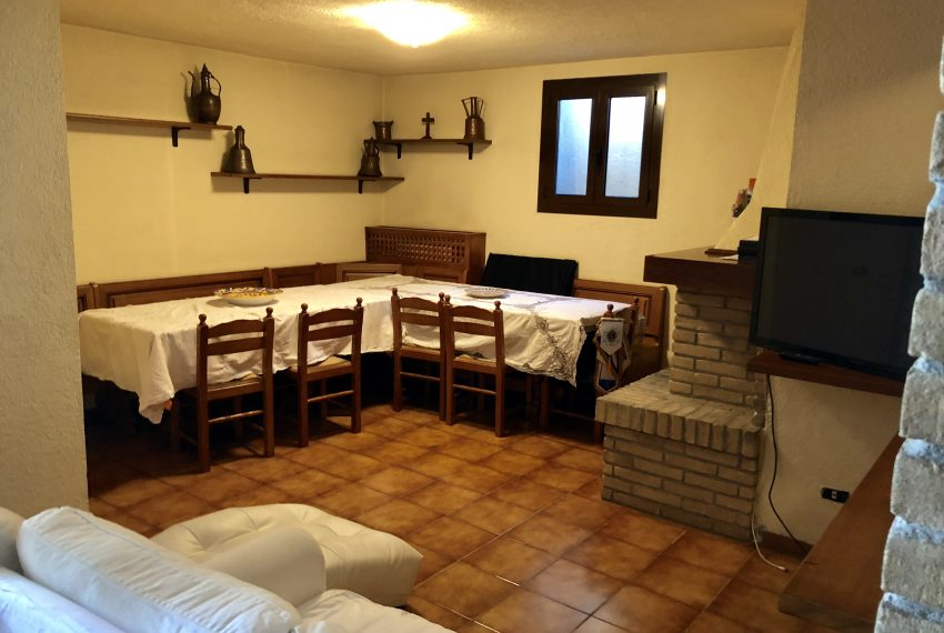 ampia taverna con camino a piano seminterrato villa singola Lurago d'Erba