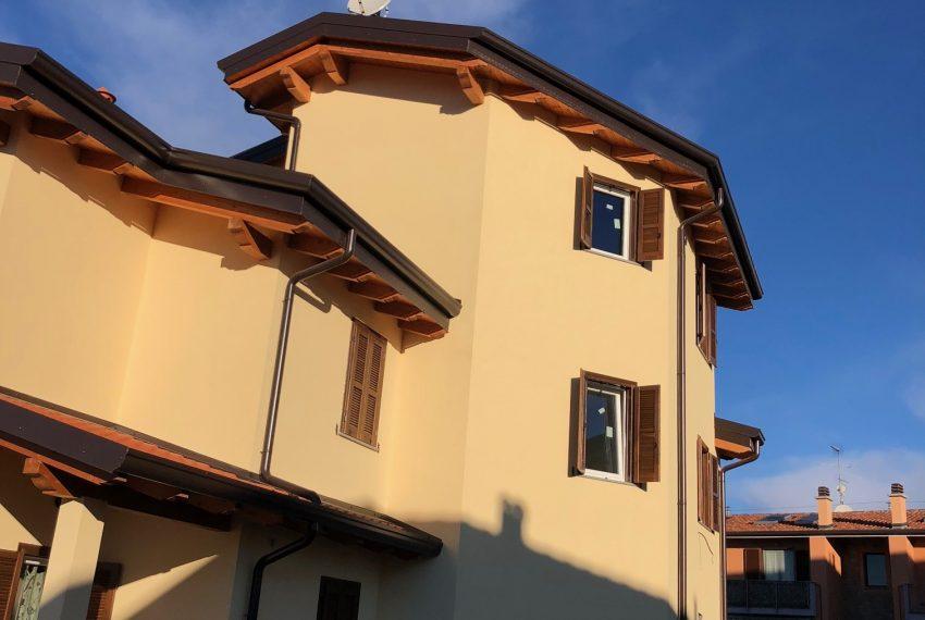 dettaglio torretta che ospita appartamento nuovo roncello