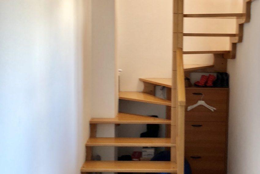 scala che conduce al piano mansardato attico Nibionno