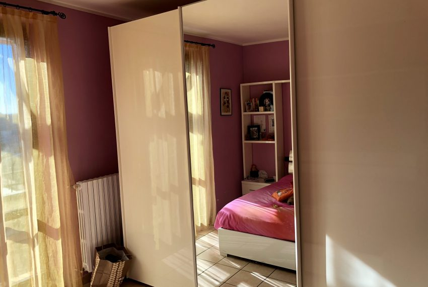 ampia armadiatura camera matrimoniale attico Nibionno