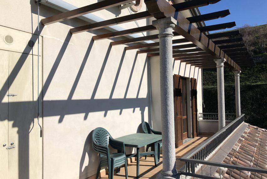 terrazzo panoramico con pergolato attico in vendita Nibionno