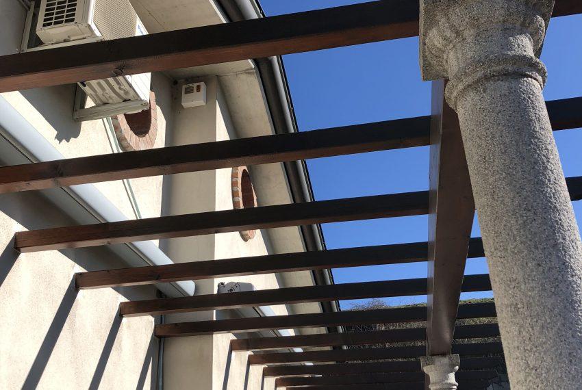 particolare del pergolato terrazzo panoramico Attico in Nibionno