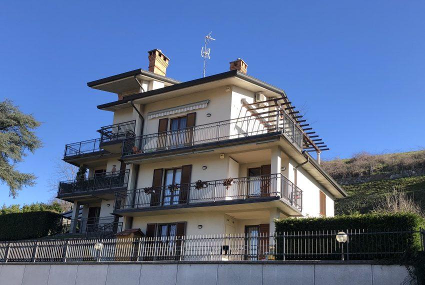 Attico in vendita a Nibionno vista esterno palazzina