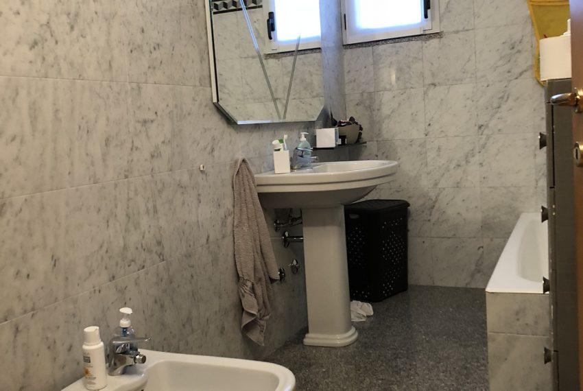 bagno padronale finestrato con vasca villa schiera Palazzago