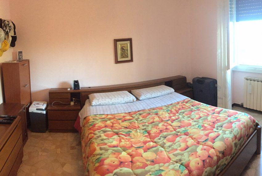 camera matrimoniale appartamento Barzanò