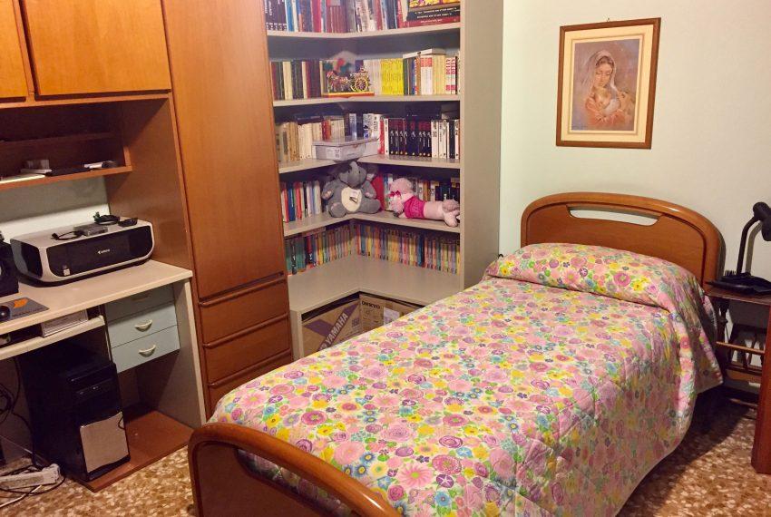 cameretta appartamento Barzanò