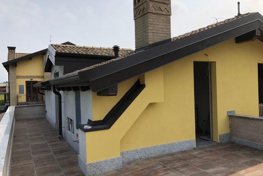 appartamento con terrazzo giardino e taverna Inverigo confine Briosco