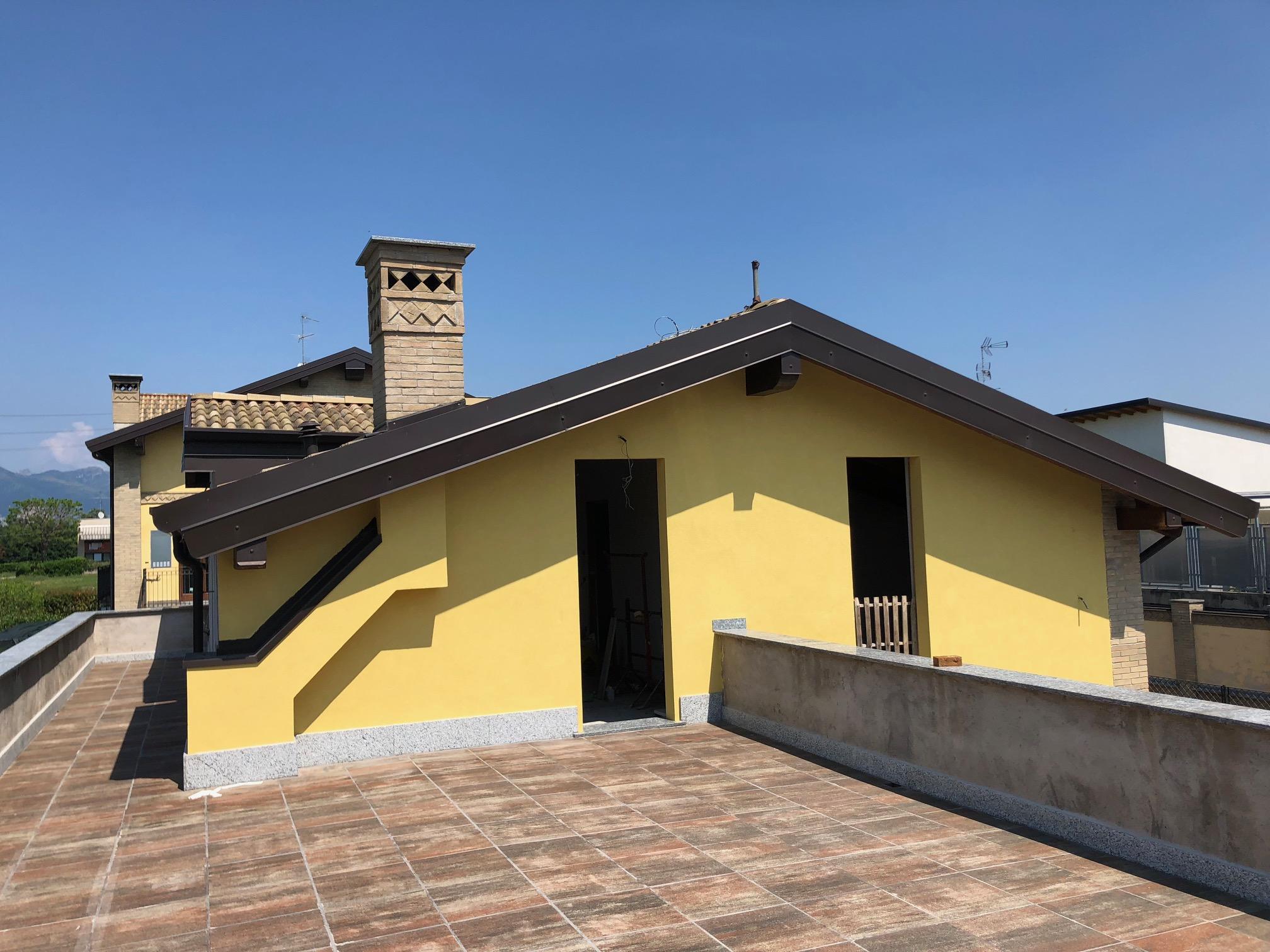 attico Inverigo confine Briosco nuovo calsse b con giardino terrazzo e taverna