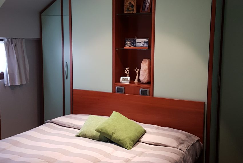 appartamento attico quadrilocale mariano comense camera matrimoniale