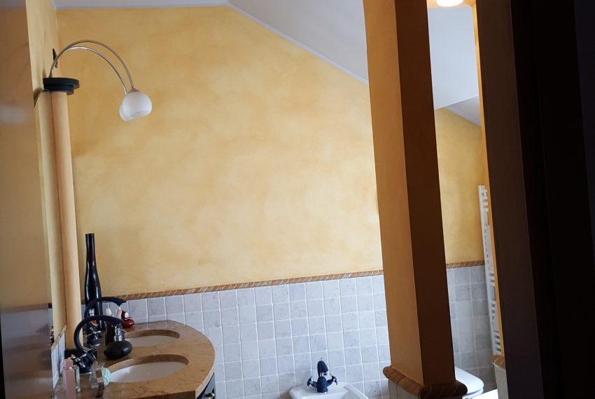 appartamento attico mariano comense bagno piano mansarda