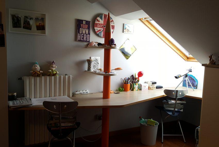 appartamento attico mariano comense camera ragazzi particolare scrivanie