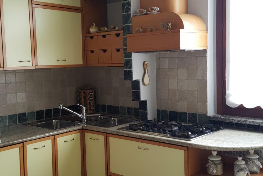 appartamento qudrilocale mariano comense cucina particolare fuochi e lavello