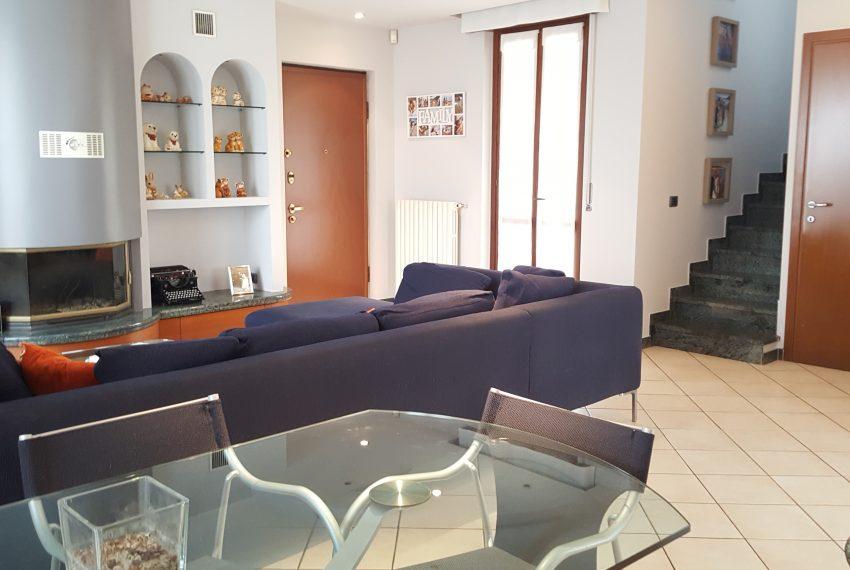 appartamento attico a mariano comense soggiorno doppio con zona pranzo
