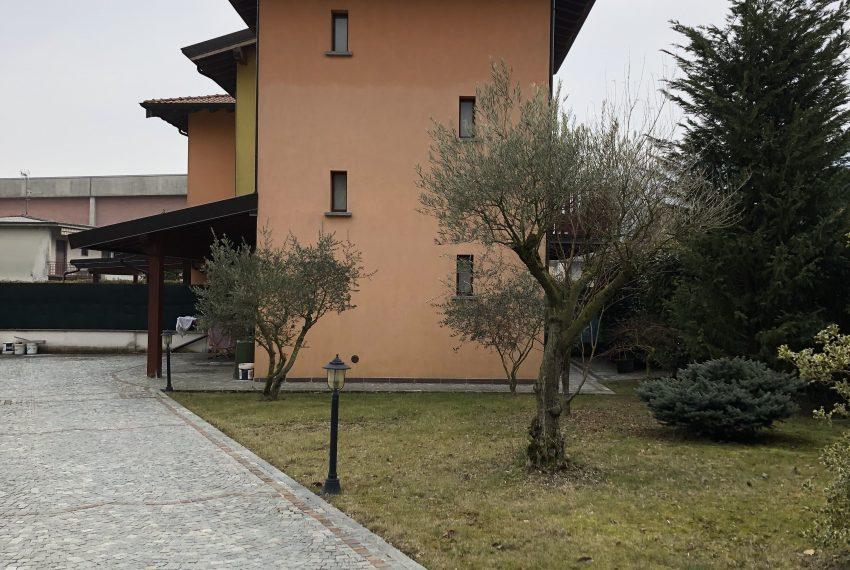 villa pontida viale sanpietrini giardino portico