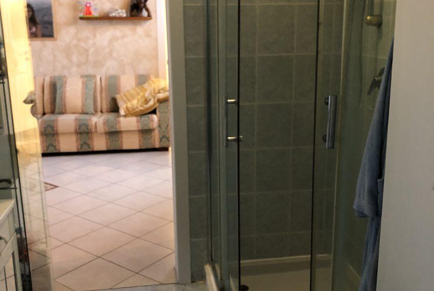 bagno con box doccia piano primo