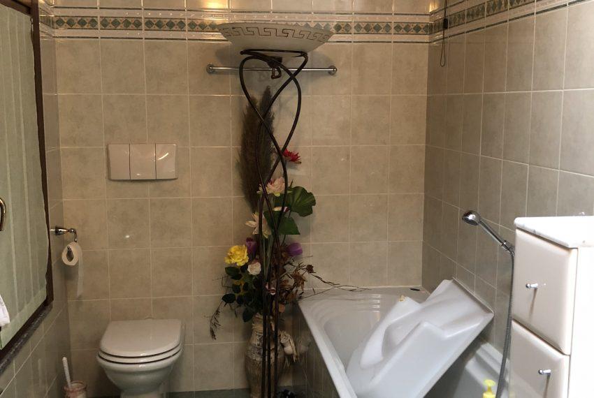 bagno padronale con vasca zona notte villa a pontida