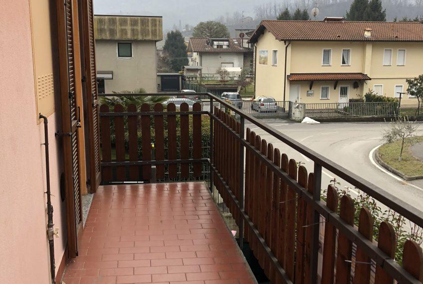 balcone piano primo villa pontida