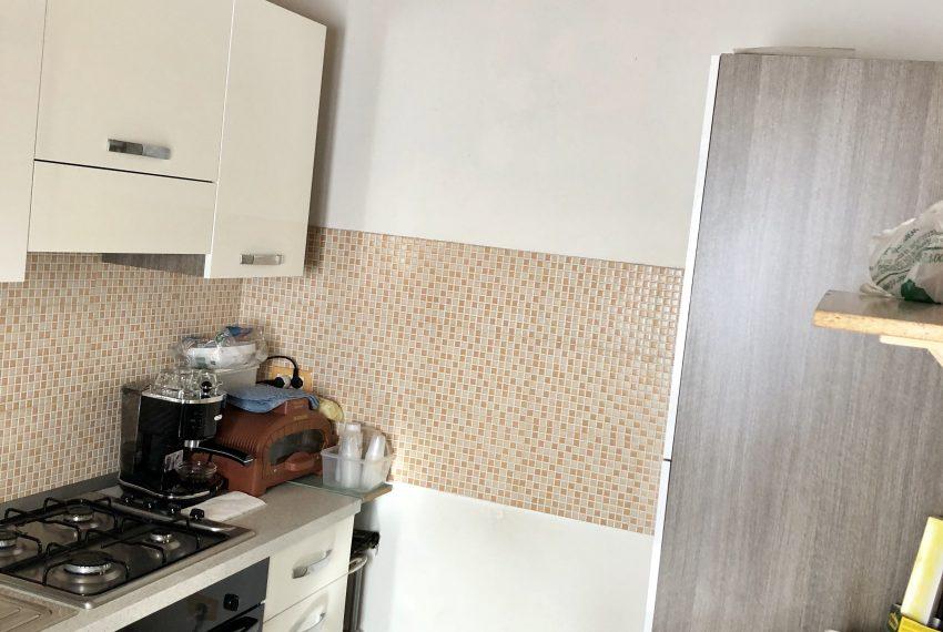 appartamento trilocale santa maria hoè cucina attrezzata