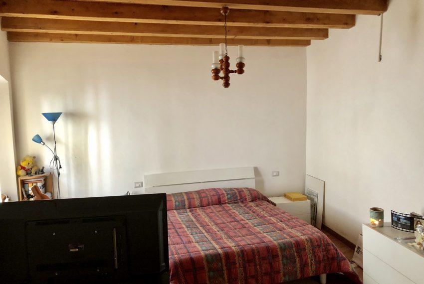 appartamento trilocale a santa maria hoè enorme camera matrimoniale