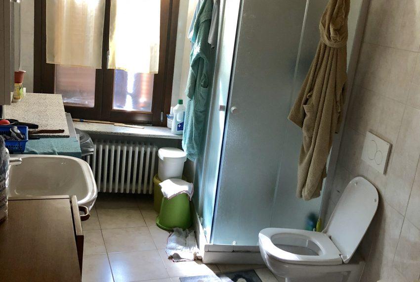 appartamento trilocale a santa maria hoè bagno con box doccia