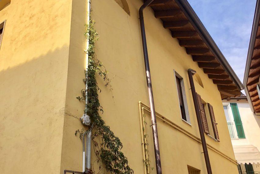 appartamento trilocale santa maria hoè esterno edificio