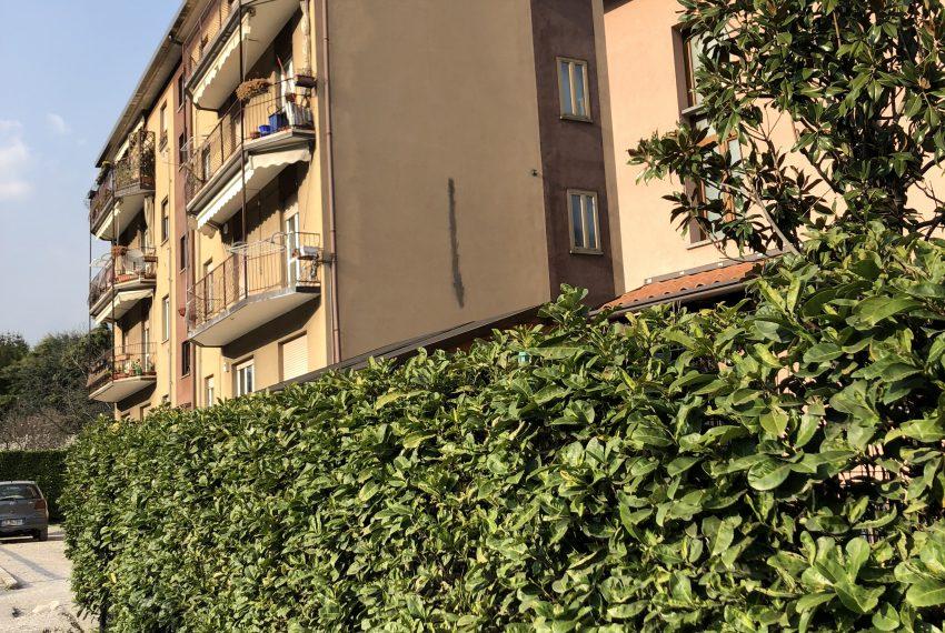 vista esterna palazzina appartamento a Olginate