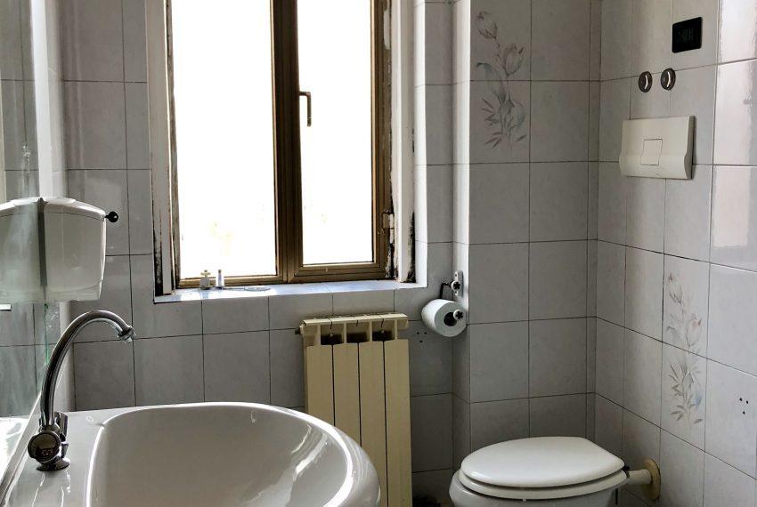 bagno finestrato appartamento Olginate