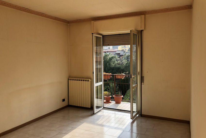 soggiorno con balcone appartamento Olginate