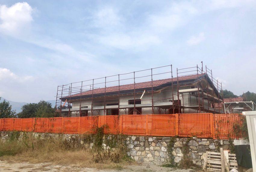 villa singola a Oggiono vista facciata con portico