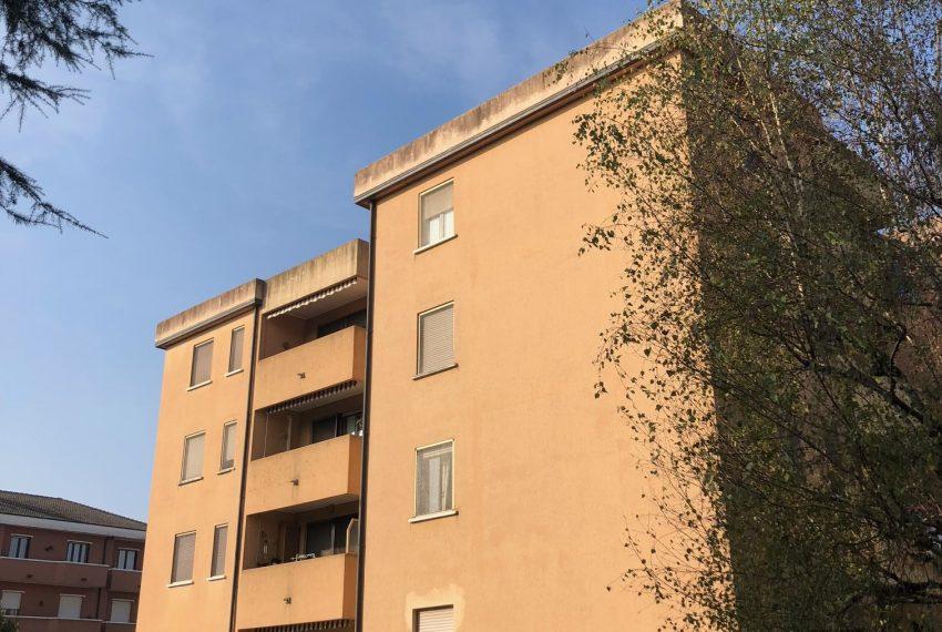 appartamento trilocale in cornate d'adda esterno complesso