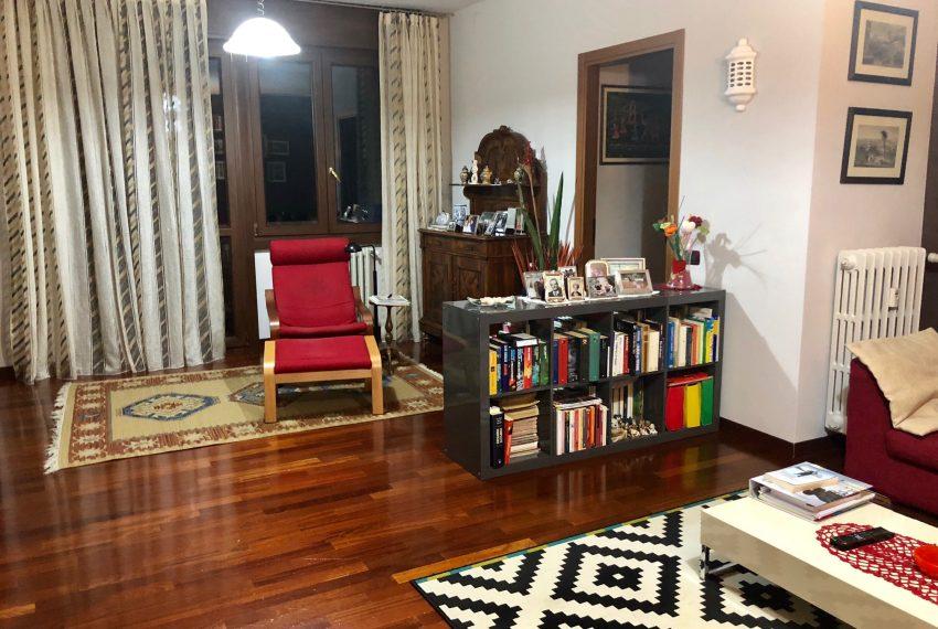 appartamento trilocale in cornate d'adda soggiorno