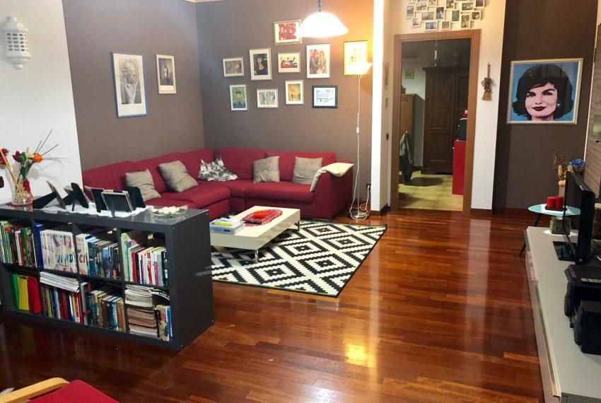appartamento trilocale in cornate d'adda area divano