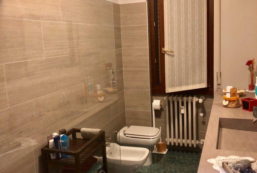 appartamento trilocale cornate d'adda bagno con box doccia cristallo