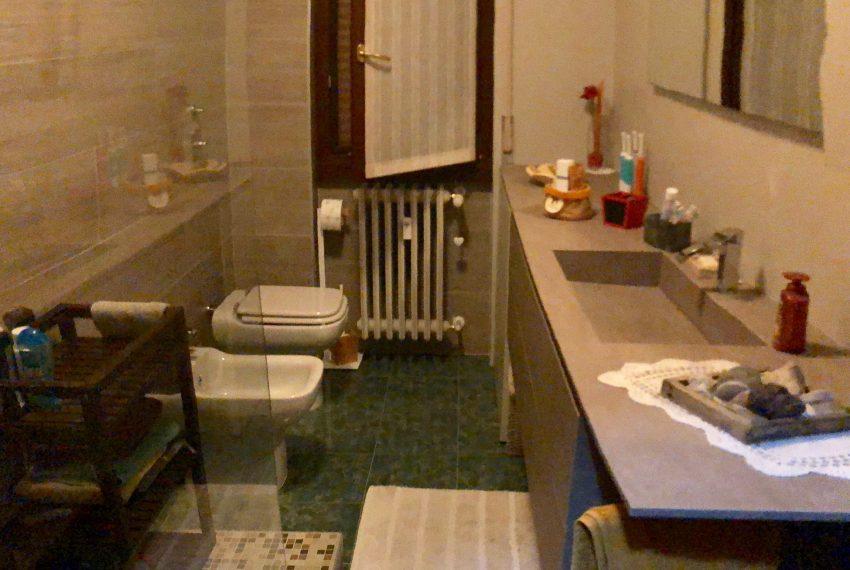 appartamento trilocale cornate d'adda bagno finestrato