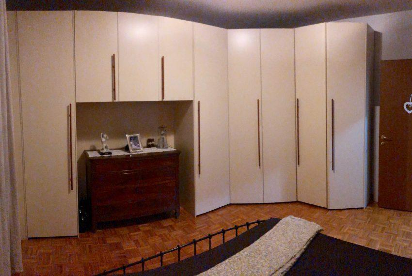 appartamento trilocale cornate d'adda armadiatura camera matrimoniale