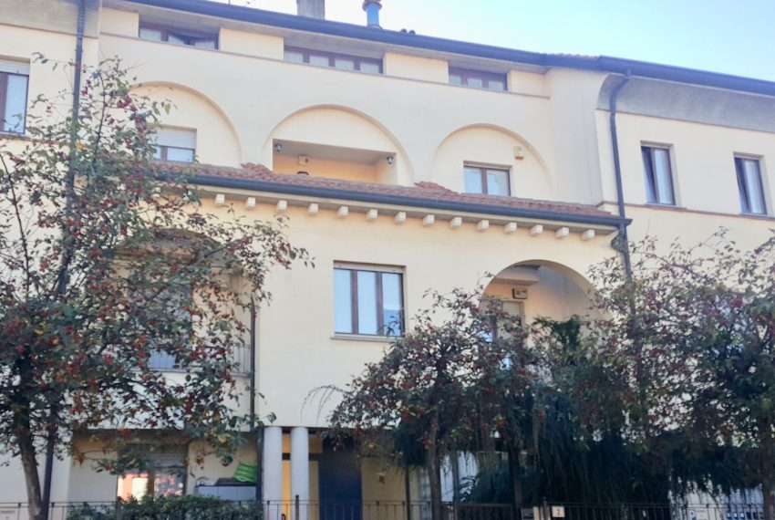 appartamento quadrilocale mariano comense esterno complesso residenziale