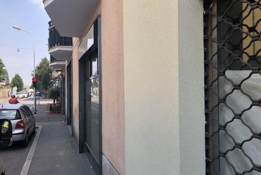 negozio a seregno in vendita vetrina fronte strada