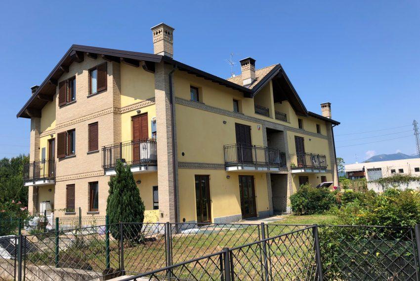 appartamento quadrilocale in Inverigo esterno palazzina