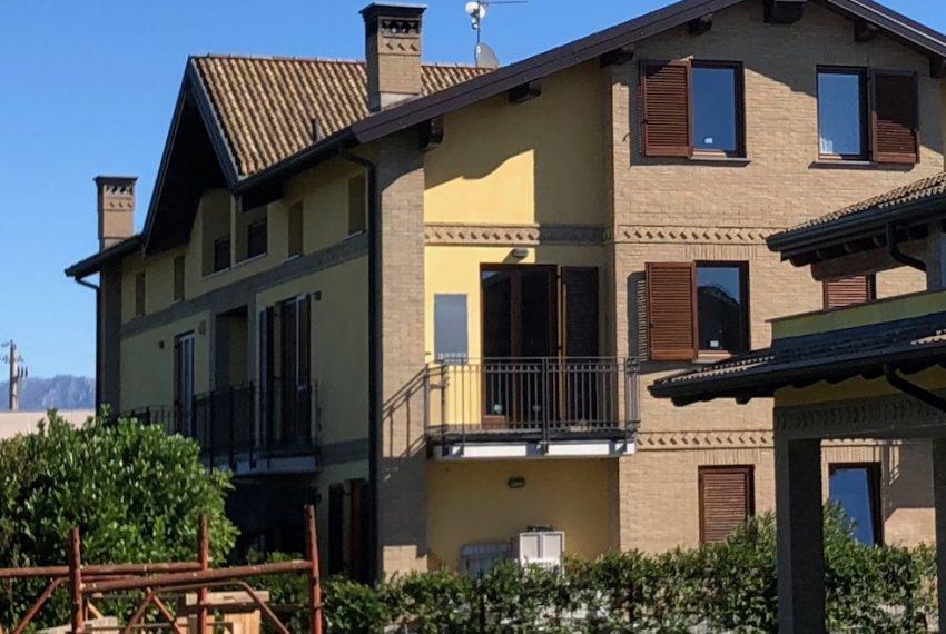 appartamento quadrilocale in inverigo vista esterna complesso residenziale