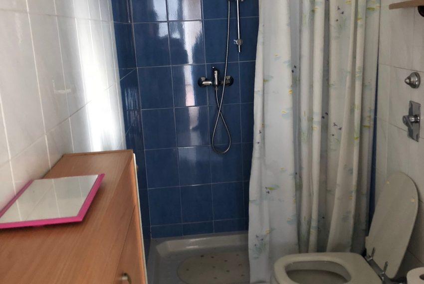 bilocale a monza bagno finestrato con doccia
