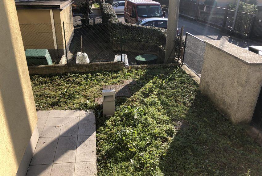 trilocale mariano comense giardino dettaglio