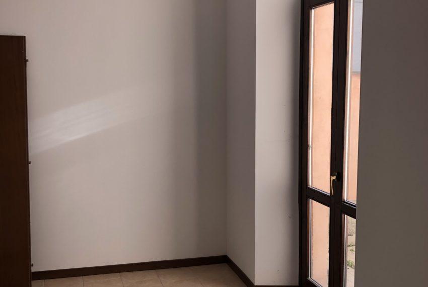 bilocale a Ronco Briantino camera da letto con terrazzo