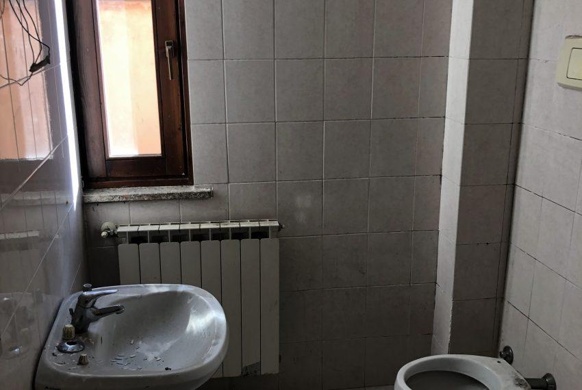 bilocale Ronco Briantino bagno finestrato