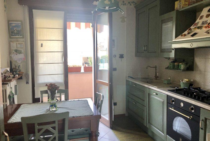 trilocale carugo luminosa cucina abitabile
