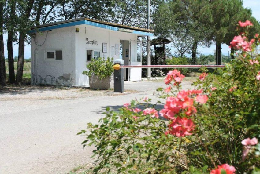 Isola privata in vendita ingresso al camping