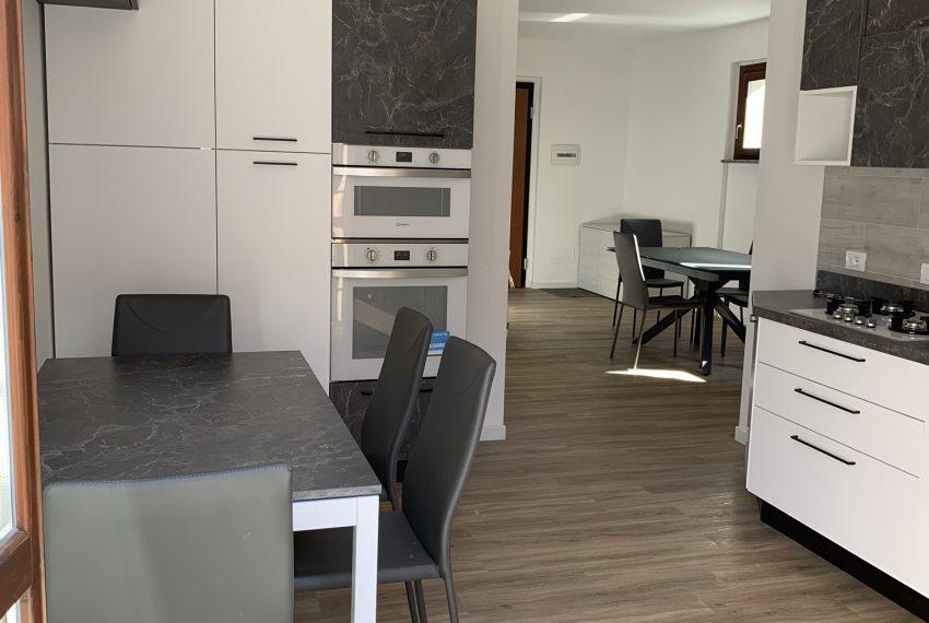 cucina abitabile con comoda parete attrezzata
