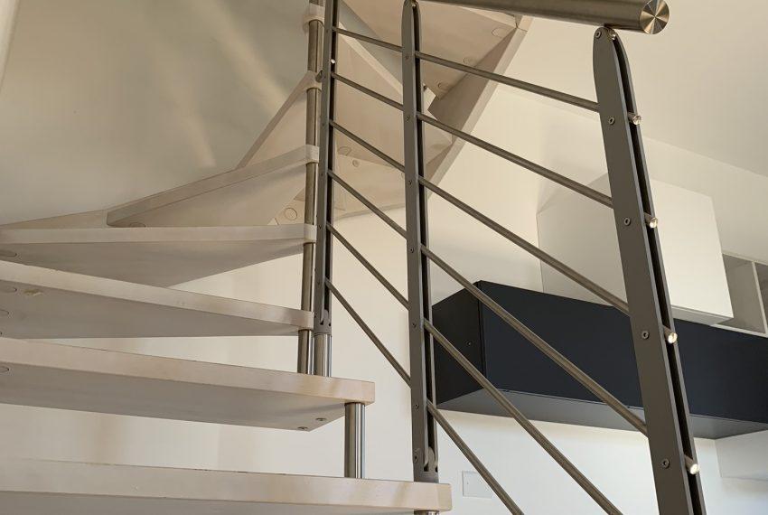 scala di design che collega i due piani