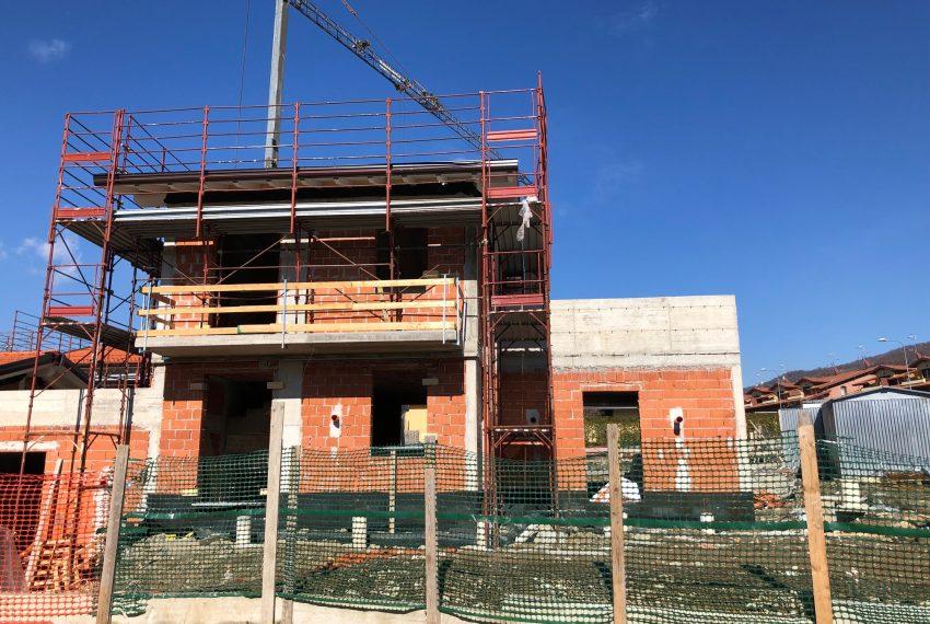 nuova villa indipendente in costruzione a Dolzago